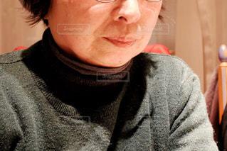 近くにメガネをかける高齢の女性の写真・画像素材[1708194]