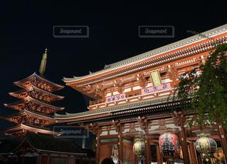 夜の浅草寺の写真・画像素材[2057924]