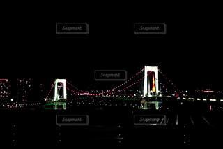 レインボーブリッジと東京タワーの写真・画像素材[2080072]