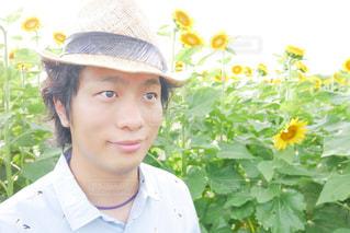 帽子をかぶった男の写真・画像素材[2107304]