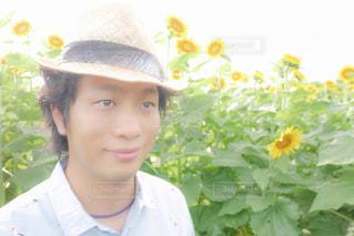帽子をかぶっている人の写真・画像素材[2107305]