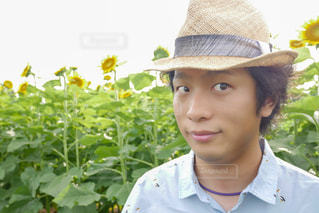 帽子をかぶった男の写真・画像素材[2107307]