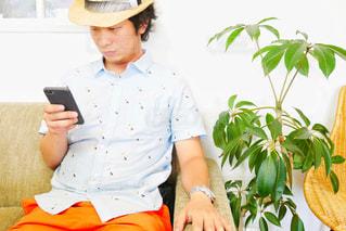帽子をかぶっている人の写真・画像素材[2108947]
