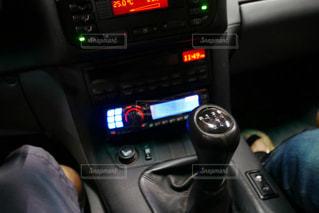 車を運転する人の写真・画像素材[2113778]