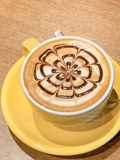コーヒー一杯の皿の写真・画像素材[2113959]