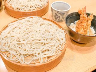 食卓に一杯の食べ物の写真・画像素材[2113961]