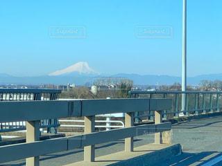 橋の近くのベンチの写真・画像素材[2274015]