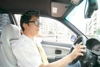 車の中の男性の写真・画像素材[2285178]