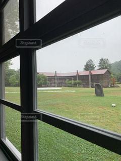 窓の外を見る眺めの写真・画像素材[2343180]