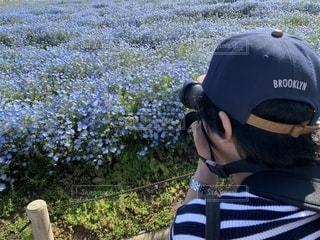 帽子をかぶった小さな男の子の写真・画像素材[2389836]