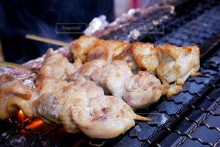 グリルで食べ物をクローズアップするの写真・画像素材[3206818]
