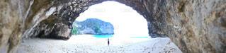 バリから船で1時間ほどの距離にある、レンボンガン島の隣、ヌサペニダ島のPantai Kelingking(クリンキング・ビーチ)の写真・画像素材[1247832]