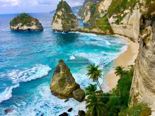 撮影地→バリ、ヌサペニダ島のPantai Atuh(アトゥ・ビーチ)の写真・画像素材[1247879]