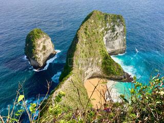 撮影地→ヌサペニダ島、Pantai Kelingking(クリンキングビーチ)の写真・画像素材[1247882]