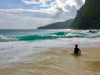 撮影地→バリ、ヌサペニダ島のPantai Kelingking(クリンキング・ビーチ)の写真・画像素材[1248061]