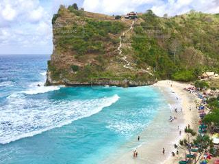 インドネシア、ヌサペニダ島のアトゥービーチの写真・画像素材[2804731]