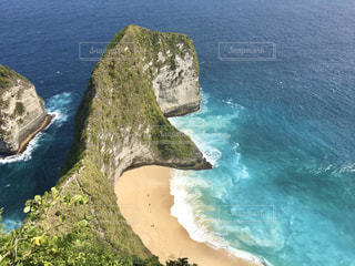 インドネシア、ヌサペニダ島のクリンキングビーチですの写真・画像素材[2804733]