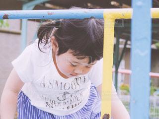 ジャングルジムと子供の写真・画像素材[597009]