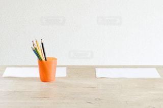 テーブルの上の筆記用具の写真・画像素材[656852]