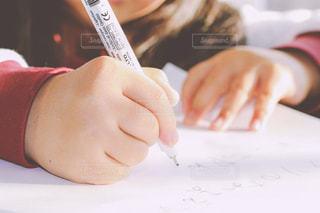 子供のお絵かきの写真・画像素材[879787]