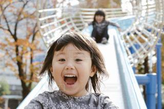 長い滑り台で叫ぶの写真・画像素材[884899]