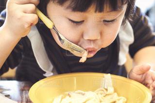 ランチを食べる子供の写真・画像素材[941742]