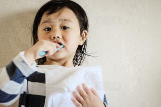 歯磨きをする子どもの写真・画像素材[1097433]