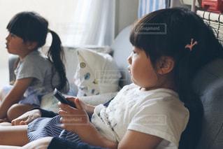 家族でテレビゲームの写真・画像素材[1147907]