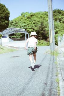 子どもの散歩の写真・画像素材[1167513]