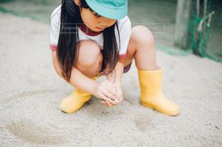 砂遊びをする子供の写真・画像素材[1263044]
