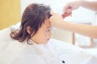 子供の前髪カットの写真・画像素材[1313199]
