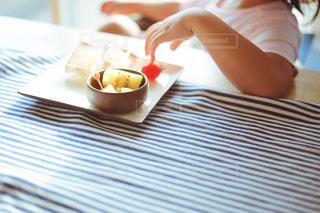 子供の朝ごはんの写真・画像素材[1324385]