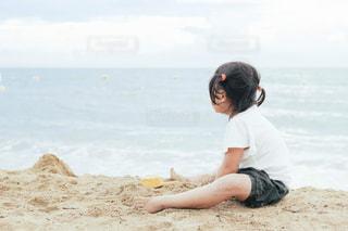 子供と海の写真・画像素材[1382251]