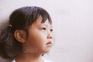 考える子供の写真・画像素材[1399223]