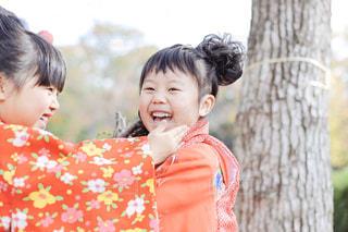 着物を着て笑顔の子供の写真・画像素材[1650488]