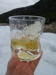 氷河の氷でいただくウィスキーの写真・画像素材[3651400]
