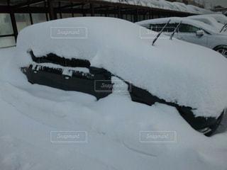 雪に埋もれる車 - No.947361