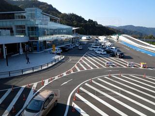 名神高速道路の大津サービスエリアの俯瞰の写真・画像素材[987003]