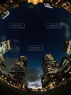 夜の街の眺めの写真・画像素材[2806030]