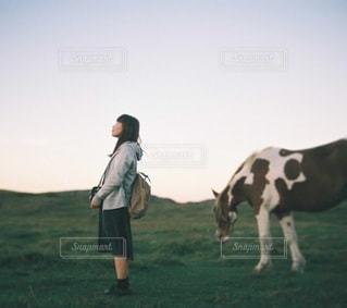 阿蘇と女性のの写真・画像素材[3907]