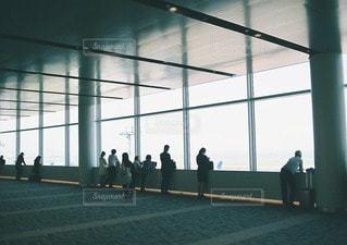 空港と人の写真・画像素材[11498]