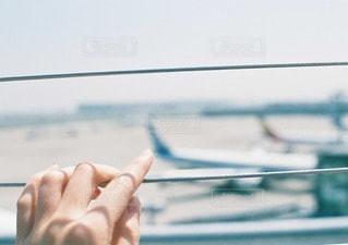 展望デッキから見る飛行機の写真・画像素材[11500]