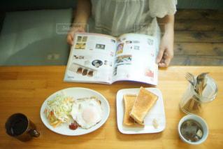 休日の朝食の写真・画像素材[607502]