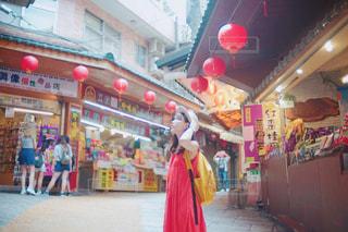 台湾の観光地をおさんぽする女性の写真・画像素材[812403]