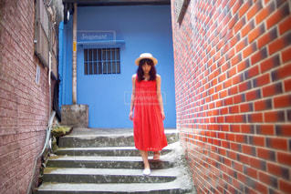 台湾の観光地をおさんぽする女性の写真・画像素材[828552]
