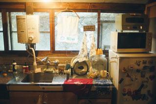 雑然としたキッチンの写真・画像素材[1148987]