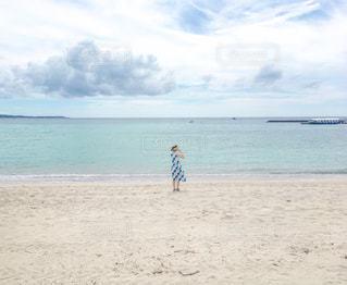 砂浜の上に乗って人の写真・画像素材[1324155]