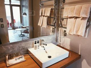 シックな洗面所の写真・画像素材[1710603]
