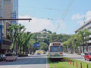 熊本城と路面電車の写真・画像素材[1730972]