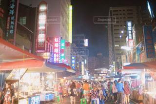 台湾・高雄の夜市の写真・画像素材[2116778]